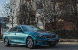 BMW revela a los 330e y 330e xDrive 2021