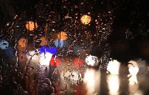 Tips útiles para manejar bajo la lluvia: domina el pavimento resbaladizo