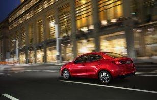 Mazda 2 sedán i Touring 2019: Ventajas y Desventajas