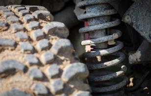 Puntales y amortiguadores: todo lo que necesitas saber sobre estas piezas
