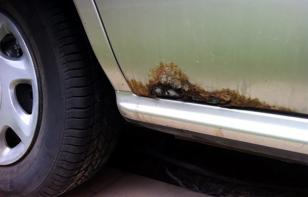 Por qué necesitas revisar los agujeros de drenaje en tus puertas