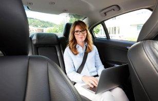 ¿Cómo tener WiFi en el auto si no lo trae integrado?