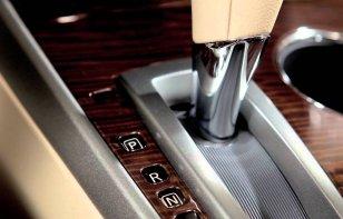 ¿Para qué sirve el botón Shift Lock en un auto?