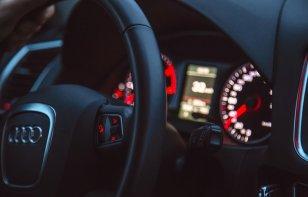 Razones por las que puede vibrar el volante de mi auto