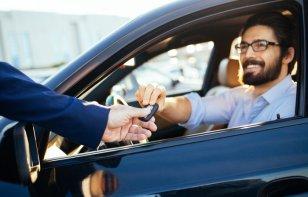 Cómo conducir un auto prestado