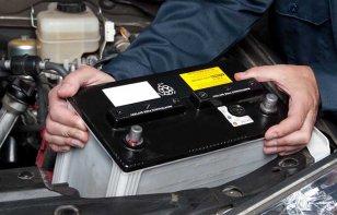 Por qué se descarga la batería del auto aun estando apagado