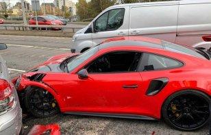 Cliente choca un Porsche 911 GT2 RS que todavía no compraba