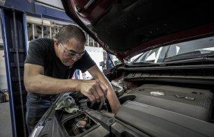 ¿Cuánto dinero gastas el mantenimiento de un auto?