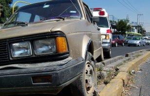 Los daños que puede sufrir tu auto por pegar contra las banquetas