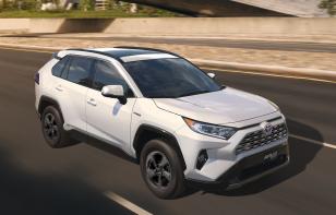 Toyota RAV4 Hybrid 2020 Reseña - Una SUV robusta, tecnológica y de manejo agradable