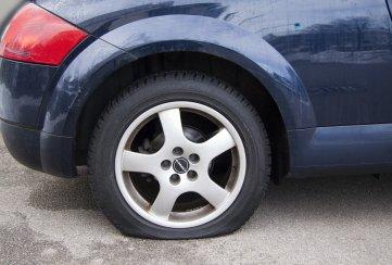 Qué hacer en caso de que tu auto sufra algún daño por caer en un bache de la CDMX
