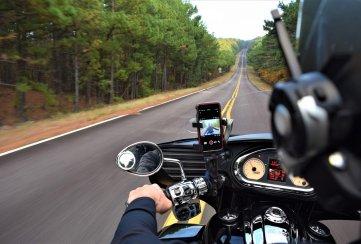 Whatsapp puede ser de gran ayuda si viajas en moto