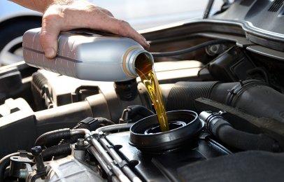 ¿Cada cuantos kilómetros se cambia el aceite del coche?
