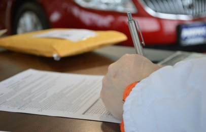 Cómo hacer un contrato de compraventa para un auto usado