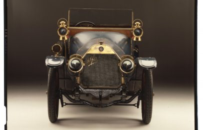 Alfa Romeo celebra 110 años con libro electrónico