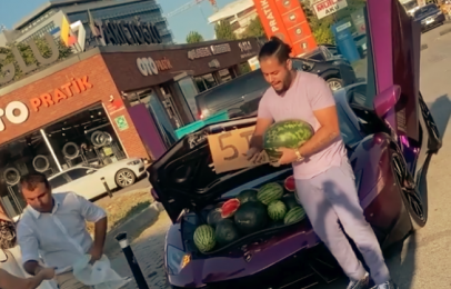 El Lamborghini Aventador que sirve para vender sandías