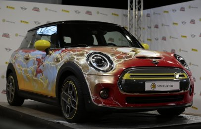 Mini Electric rinde homenaje al 80 aniversario de The Flash