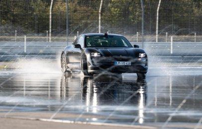 Video: El Porsche Taycan entra derrapando al libro de Récords Guinness