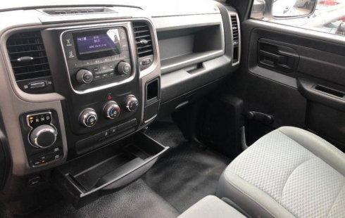 Carro RAM ST 2015 de único propietario en buen estado