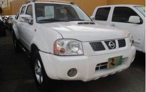 Nissan Frontier 2013 color blanco