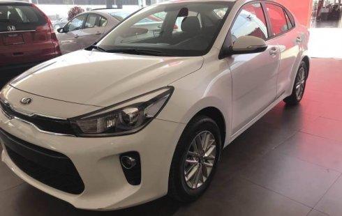 Un carro Kia Rio 2018 en Venustiano Carranza