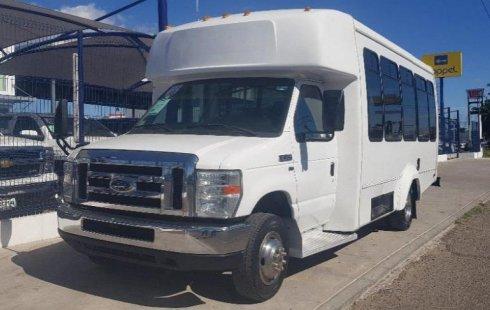 Pongo a la venta cuanto antes posible un Ford Econoline Van en excelente condicción