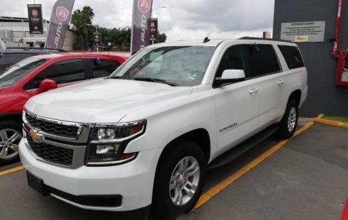 Carro Chevrolet Suburban 2016 de único propietario en buen estado