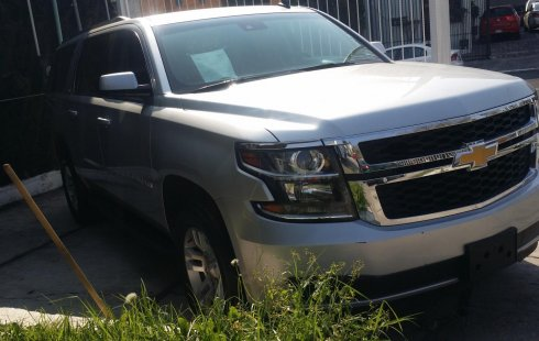 Excelente Chevrolet Suburban LT 2017