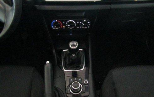 Carro Mazda 3 2016 de único propietario en buen estado
