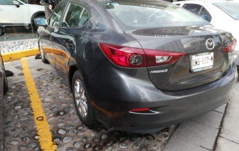 Carro Mazda 3 2014 de único propietario en buen estado