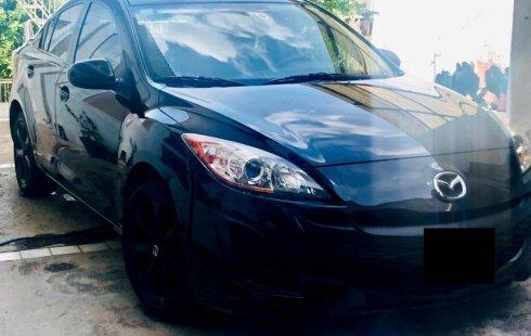 Carro Mazda MX-3 2010 de único propietario en buen estado