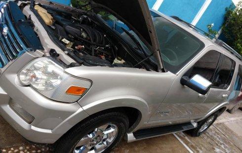 Carro Ford Explorer 2006 de único propietario en buen estado