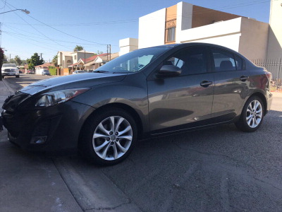 Vendo un carro Mazda 3 2011 excelente, llámama para verlo