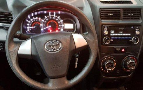 Carro Toyota Avanza 2017 de único propietario en buen estado