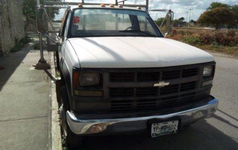 Un carro Chevrolet 3500 2004 en Yucatán