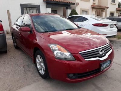 Quiero vender urgentemente mi auto Nissan Altima 2009 muy bien estado