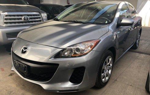 Carro Mazda 3 2013 de único propietario en buen estado