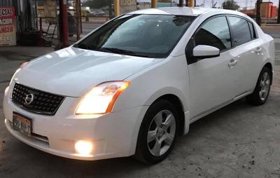 Un carro Nissan Sentra 2008 en Mexicali