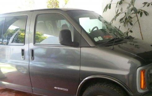 Un Chevrolet Express 2002 impecable te está esperando