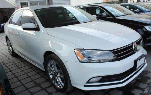 Me veo obligado vender mi carro Volkswagen Jetta 2016 por cuestiones económicas