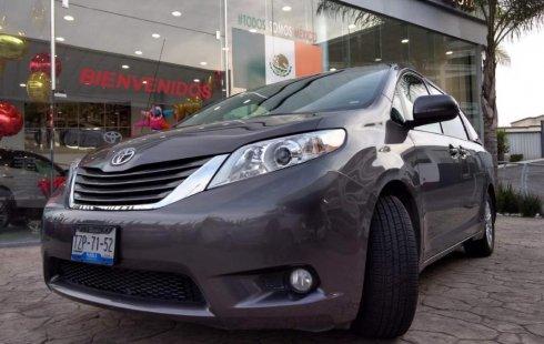 Se vende urgemente Toyota Sienna 2014 Automático en Puebla