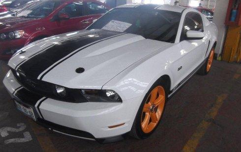 Tengo que vender mi querido Ford Mustang 2012 en muy buena condición
