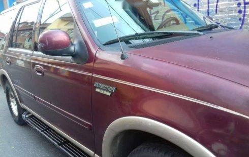 Un Ford Expedition 1998 impecable te está esperando