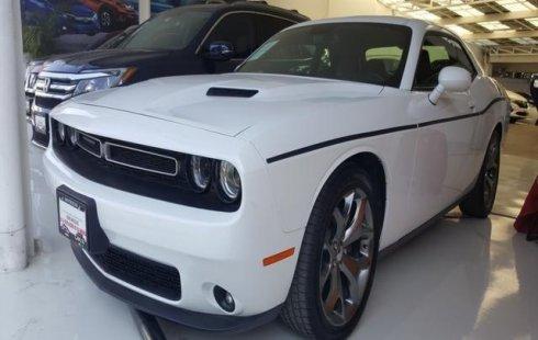 Carro Dodge Challenger 2016 de único propietario en buen estado