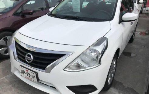 Un carro Nissan Versa 2015 en Guadalajara