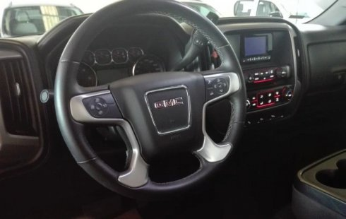 Quiero vender urgentemente mi auto GMC Sierra 2015 muy bien estado