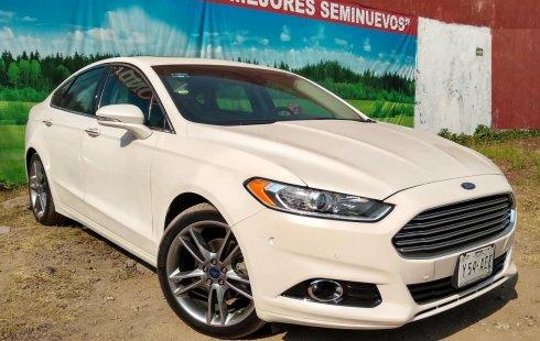 Un carro Ford Fusion 2016 en Tlalnepantla