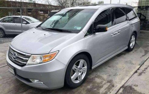 Carro Honda Odyssey 2013 de único propietario en buen estado