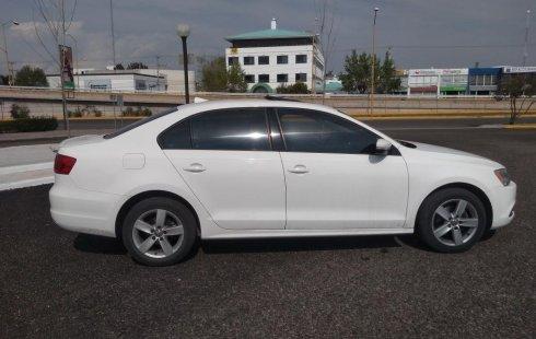 Me veo obligado vender mi carro Volkswagen Jetta 2012 por cuestiones económicas