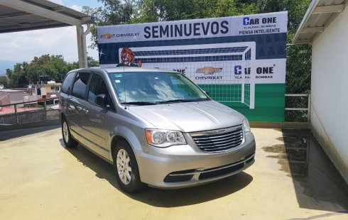 Chrysler Town & Country 2016 $270,000